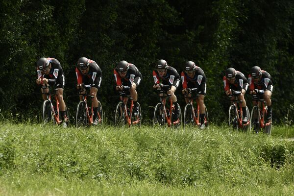 Велогонщики BMC