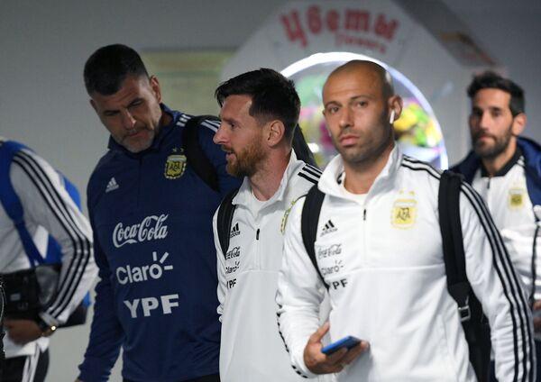 Футболисты сборной Аргентины Хавьер Маскерано и Лионель Месси (справа налево)
