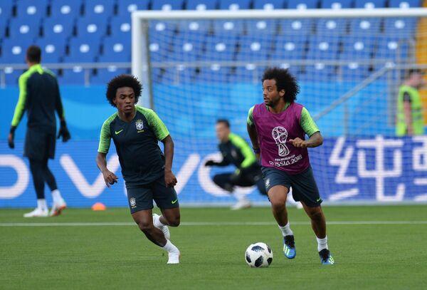 Футболисты сборной Бразилии Виллиан и Марсело (слева направо)