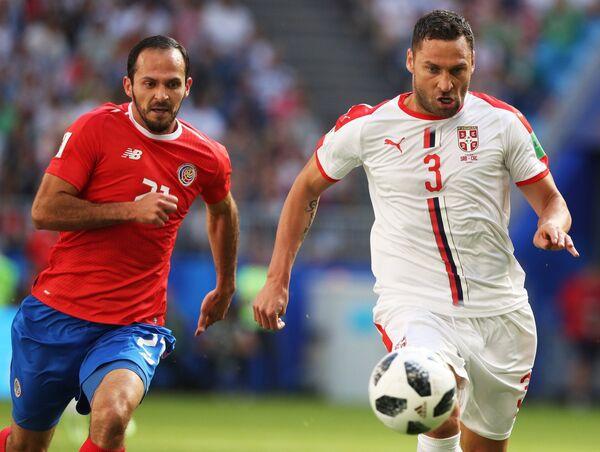 Форвард сборной Коста-Рики Маркос Уренья и сербский защитник Душко Тошич (Слева направо)