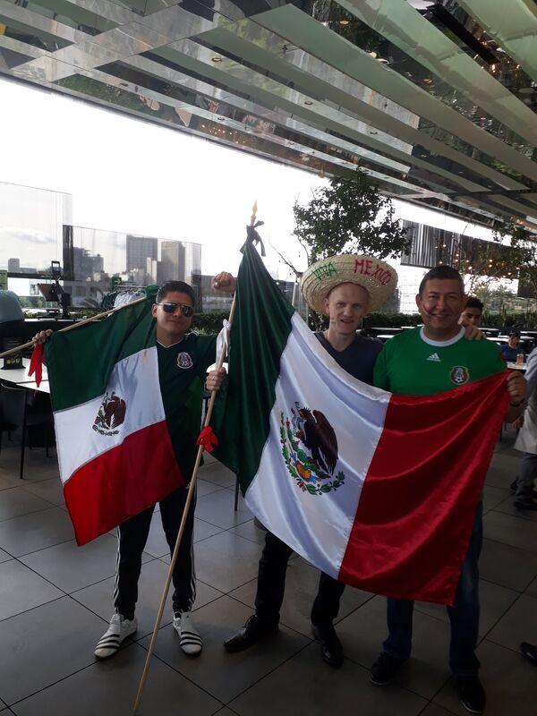 Мексиканские болельщики перед матчем с Германией в Мехико