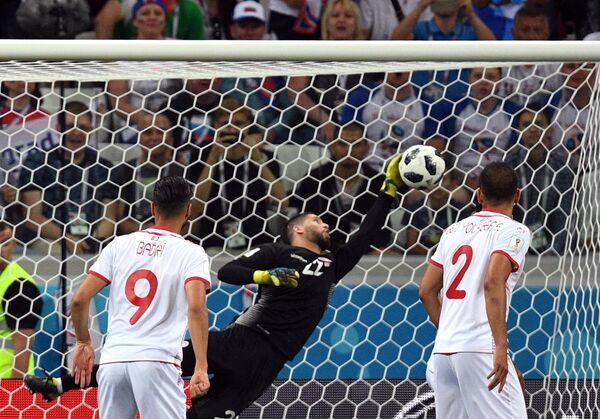 Вратарь сборной Туниса Муэ Ассен