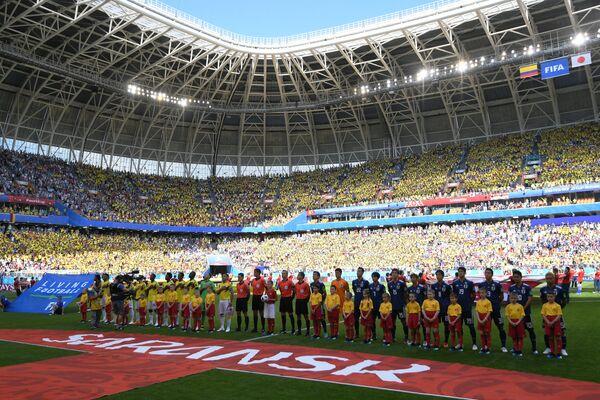 Игроки сборных Японии и Колумбии