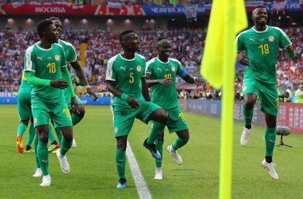 Футболисты сборной Сенегала Исмаила Сарр, Идрисса Гейе, Садио Мане и М'бай Ньянг (слева направо)