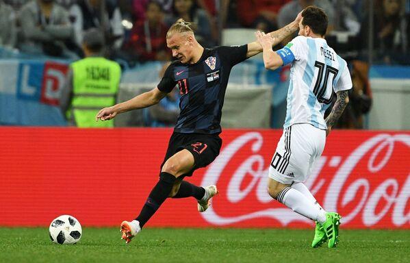 Защитник сборной Хорватии Домагой Вида и форвард сборной Аргентины Лионель Месси (слева направо)