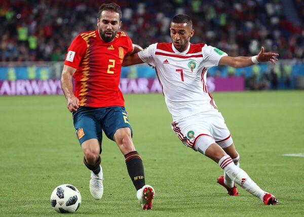 Защитник испанцев Дани Карвахаль и марокканский полузащитник Хаким Зийех (Слева направо)