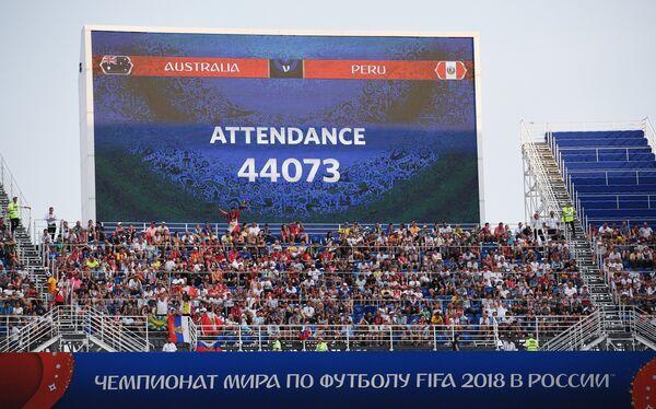 Матч Австралия - Перу. Экран с информацией о количестве зрителей