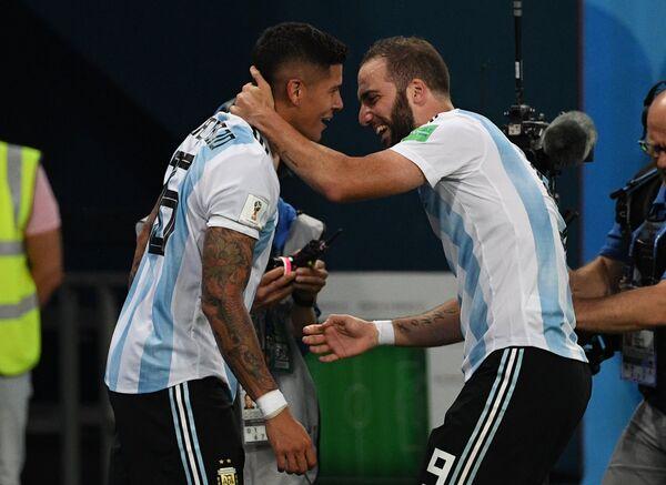 Футболисты сборной Аргентины Маркос Рохо и Гонсало Игуаин (Слева направо)