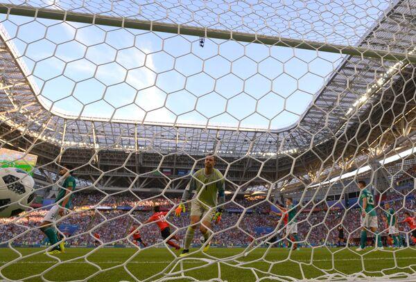 Гол в ворота вратаря сборной Германии Мануэля Нойера