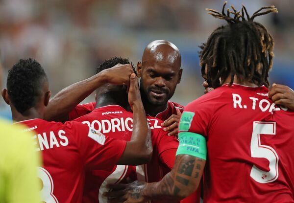 Футболисты сборной Панамы радуются забитому мячу