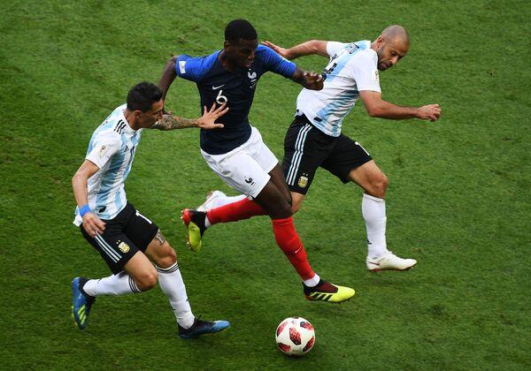 Аргентинский полузащитник Анхель Ди Мария, французский хавбек Поль Погба и аргентинский защитник Хавьер Маскерано (Слева направо)