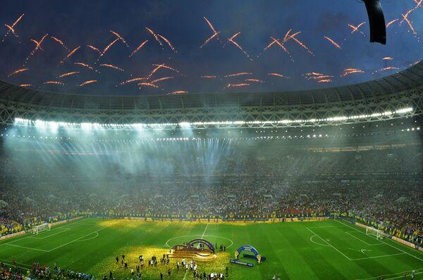 Салют на церемонии награждения победителей чемпионата мира