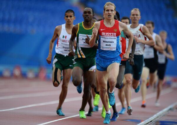 Российский спортсмен Егор Николаев (в центре)