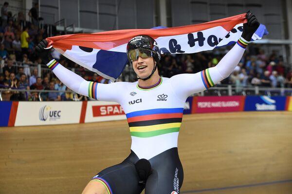 Голландский велогонщик после победы в командном спринте