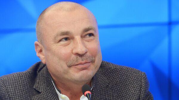 Тренер Екатерины Бобровой и Дмитрия Соловьева Александр Жулин