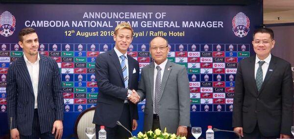 Кэйсукэ Хонда на презентации в качестве главного тренера сборной Камбоджи