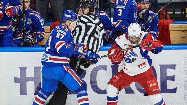 Григорий Денисенко (справа)