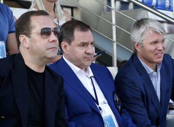 Дмитрий Медведев, Евгений Архипов и Павел Колобков на соревнованиях по гребле в Крылатском