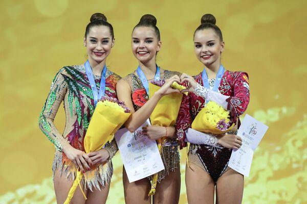 Катерина Галкина, Дина Аверина и Арина Аверина (слева направо)