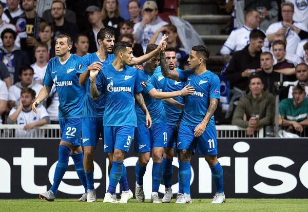Футболисты Зенита празднуют гол в ворота Копенгагена