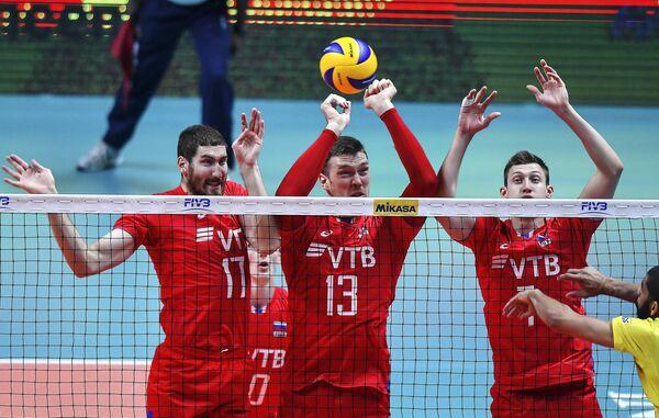 Волейболисты сборной России Максим Михайлов, Дмитрий Мусэрский и Дмитрий Волков (слева направо)