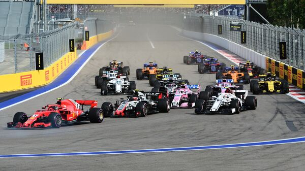 Старт гонки Гран-при Формулы-1 в Сочи