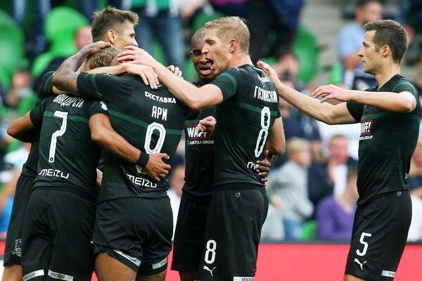 Футболисты Краснодара радуются второму забитому голу