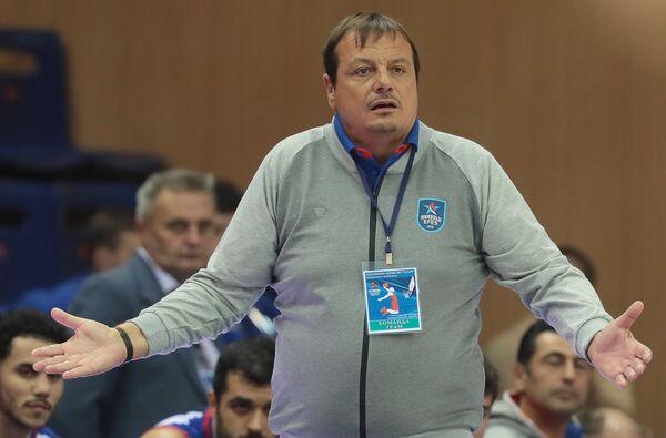 Главный тренер БК Анадолу Эфес  Эргин Атаман