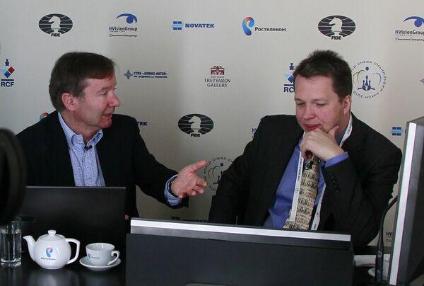 Найджел Шорт (справа)