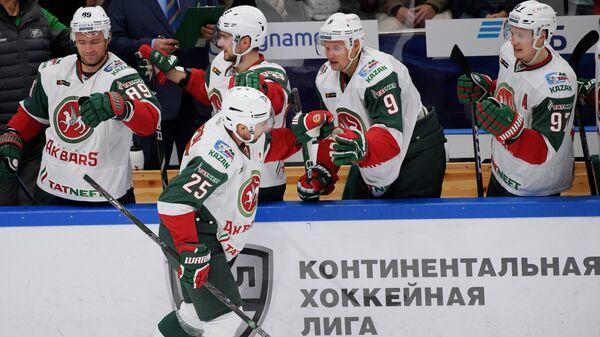 Хоккеисты Ак Барса Артём Лукоянов, Данис Зарипов, Андрей Попов и Алексей Потапов