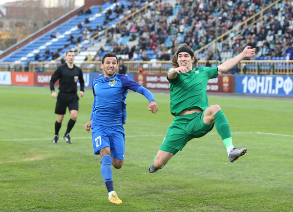 Илья Кухарчук (справа)