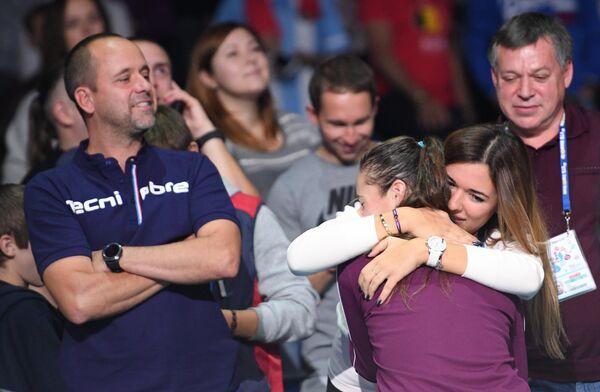 Дарья Касаткина принимает поздравления после победы в финале ВТБ Кубка Кремля