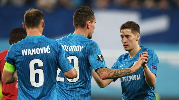 Футболисты Зенита Далер Кузяев, Антон Заболотный и Бранислав Иванович (справа налево)