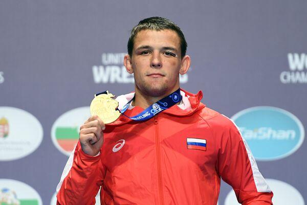 Артем Сурков
