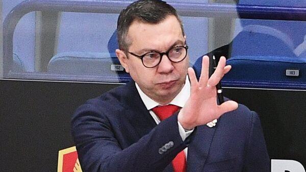 Главный тренер сборной России Илья Воробьёв (справа)