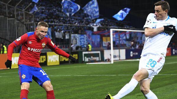 Хавбек ЦСКА Дмитрий Ефремов (слева) и защитник Зенита Евгений Чернов