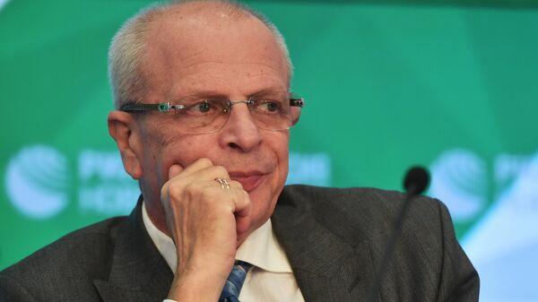 Член Президиума РАСК Владимир Гомельский на пресс-конференции