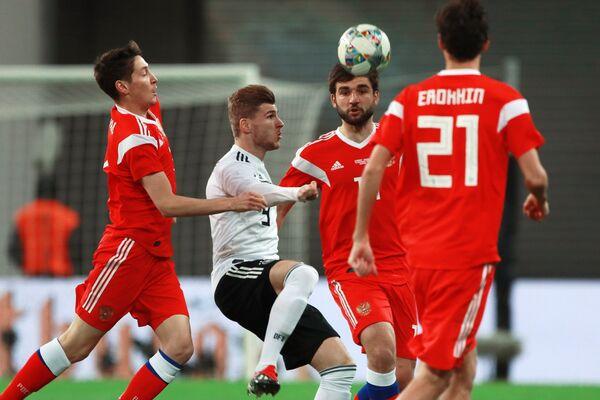 Игровой момент товарищеского матча между сборными Германии и России