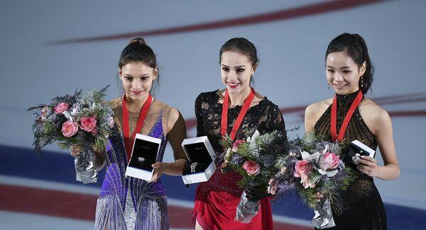 Софья Самодурова, Алина Загитова и Им Ын Су (слева направо)