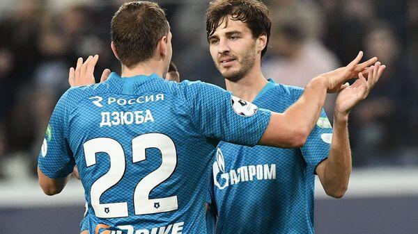 Футболисты Зенита Артем Дзюба и Александр Ерохин (слева направо)