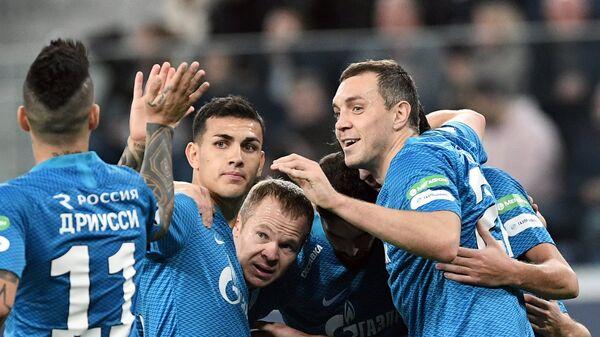 Футболисты Зенита Себастьян Дриусси, Леандро Паредес, Александр Анюков, Артём Дзюба (слева направо)