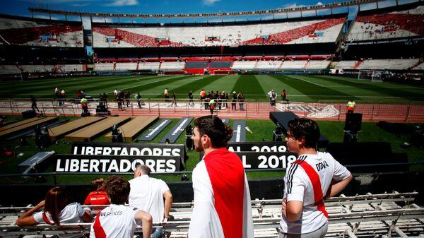 Болельщики Ривер Плейта в ожидании ответного финального матча Кубка либертадорес