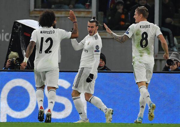 Футболисты Реала радуются забитому мячу