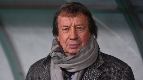 Главный тренер Локомотива Юрий Сёмин