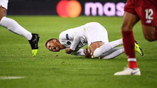 Нападающий ПСЖ Неймар в матче Лиги чемпионов против Ливерпуля