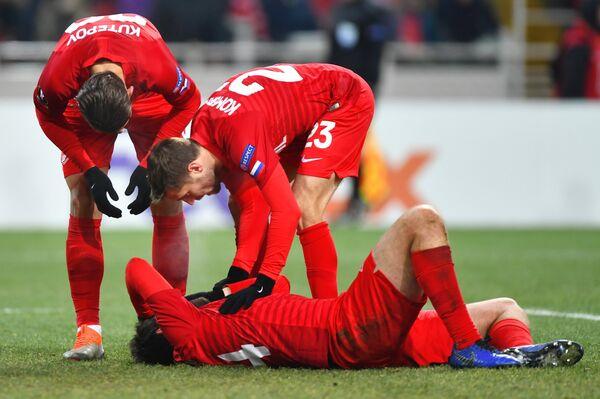 Футболисты Спартака Илья Кутепов, Дмитрий Комбаров и Георгий Джикия (слева направо)