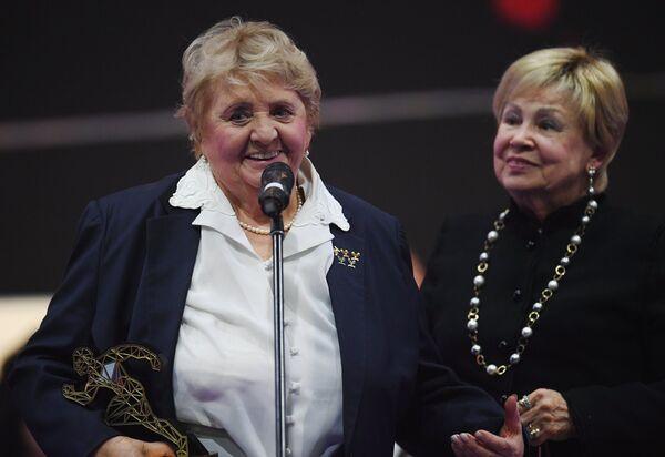 Галина Горохова (слева)