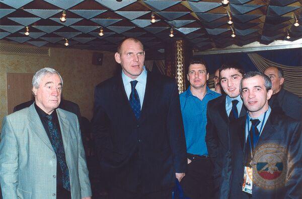 Геннадий Сапунов (слева) и Александр Карелин (второй слева)