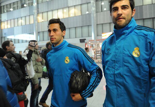 Альваро Арбелоа слева