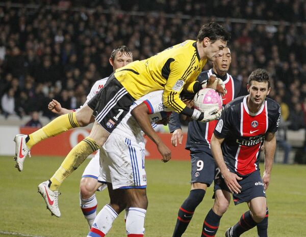 Игровой момент матча Лион - Пари Сен-Жермен